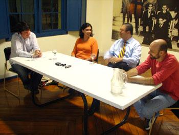 Julio Daio Borges, Ana Elisa Ribeiro, Augusto Sales e Ricardo Giassetti em foto de Tais Laporta