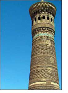 O minarete Kalon e as cicatrizes russas