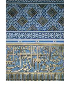 Uma das paredes folheadas a ouro do mausoléu Guri Amir