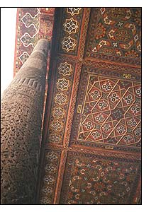 Uma das salas do palacio do khan, em Khiva